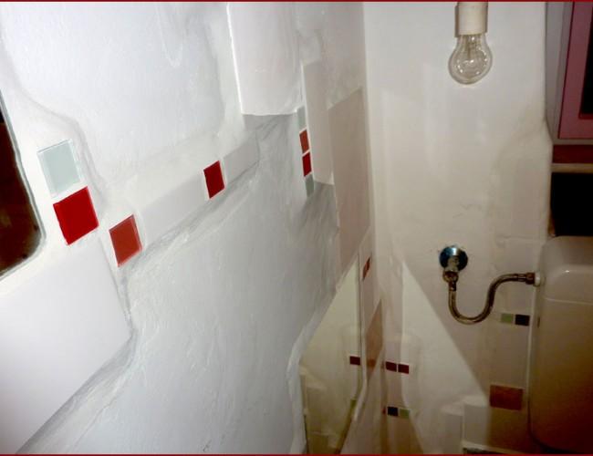 fliesen mosaik wc in wei und rot die bilderwelt von g nther floner. Black Bedroom Furniture Sets. Home Design Ideas
